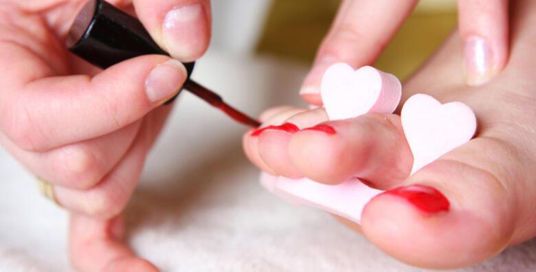 Medicinska pedikura i lakiranje noktiju za samo 99 kn!