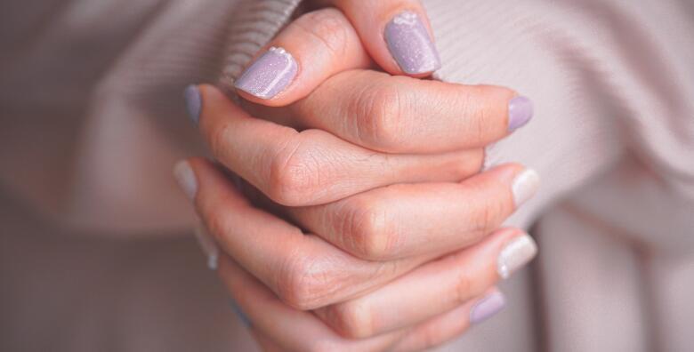 Manikura i dipping - posjetite novootvoreni Magnifique Nails Salon & Spa za čvrste i tanke nokte manikurom na bazi praha za samo 99 kn!