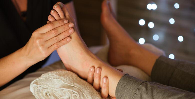 Paket za njegu stopala - klasična pedikura, masaža stopala i trajni lak za 159 kn!
