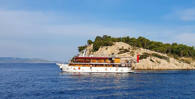 OTOCI DALMACIJE - krstarenje veličanstvenim splitskim arhipelagom uz 7 noćenja s polupansionom za 1 osobu + gratis ponuda za 1 dijete do 7 godina za 3.649 kn!