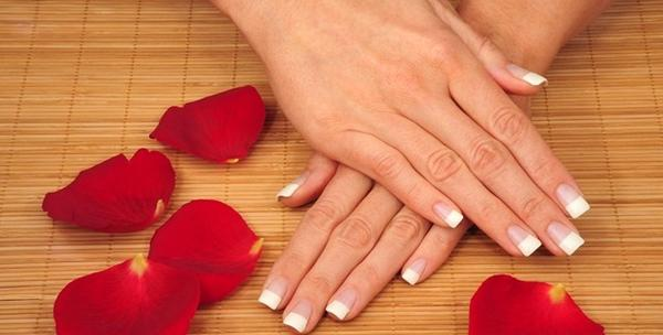 Geliranje noktiju i trajna francuska manikura