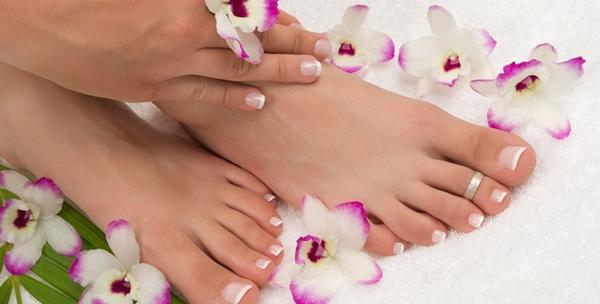 Ugradnja noktiju na rukama ili geliranje noktiju na nogama