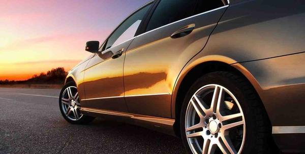 Troslojno poliranje osobnog automobila i preljev nano voskom