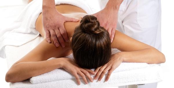 Kiropraktički tretman i masaža leđa ili medicinska masaža