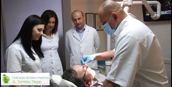 Zubni implantat Biohorizons s metalno keramičkom krunicom