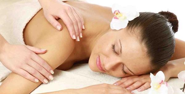 Masaža tijela i kože vrućim uljem