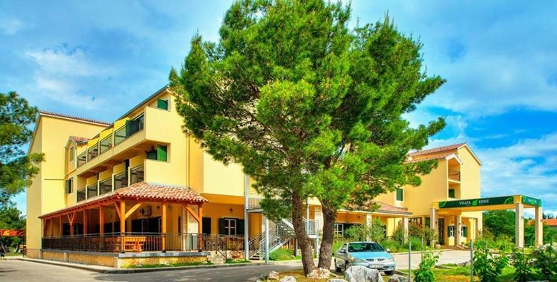 Ponuda dana: NP Krka - opustite se u Hotelu Vrata Krke 3* u samoj blizini netaknute prirode uz 2 noćenja s doručkom za dvoje i karte za NP Krka za 1.150 kn! (Hotel Vrata Krke)