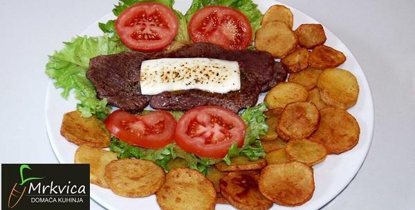 Ramstek punjen s pršutom i sirom, juha i prilog