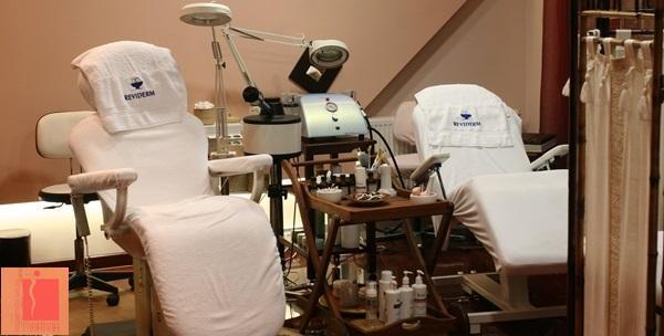 Mikrodermobrazija, masaža lica, maska i serum ampula