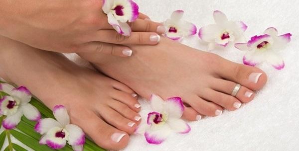 Pedikura i masaža stopala ili pedikura i trajni lak!