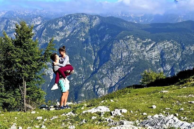 I od najveće planine veća je samo ljubav. ❤