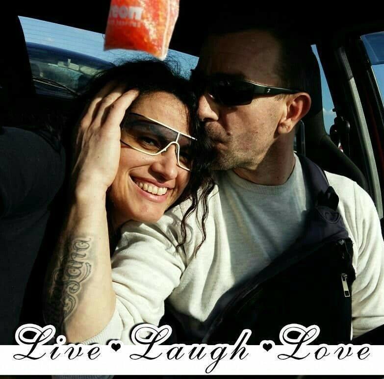 Volim što se volimo <3 ... živi...smij se...voli