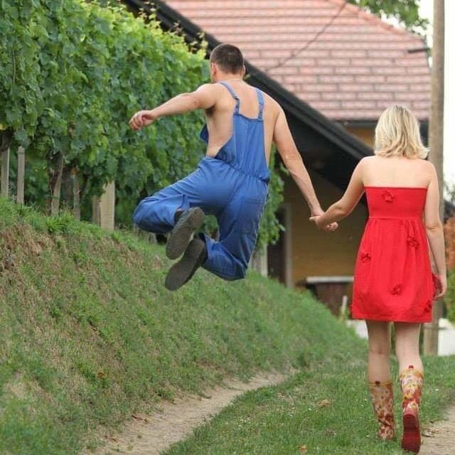 Zajednički radovi u vinogradu.