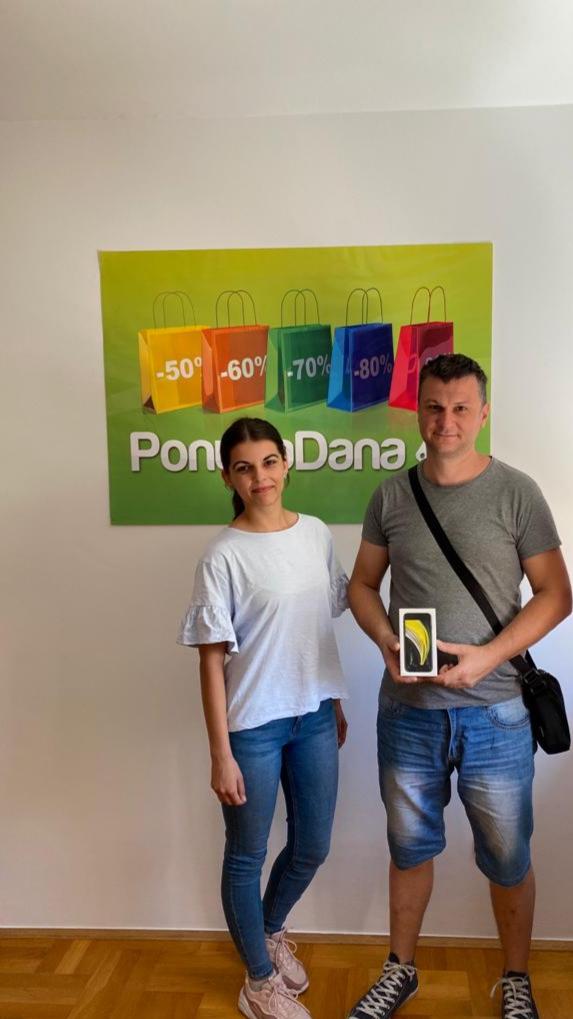 Fotografija preuzimanja nagrade 1